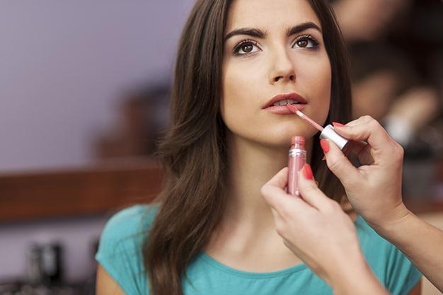Relleno natural de labios: ¿cuáles son los principales riesgos?